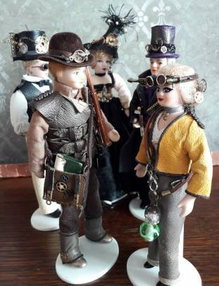 figures for sale on Steampunk-shrunk stall